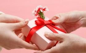 gift-exchange-2-3302-1381938036